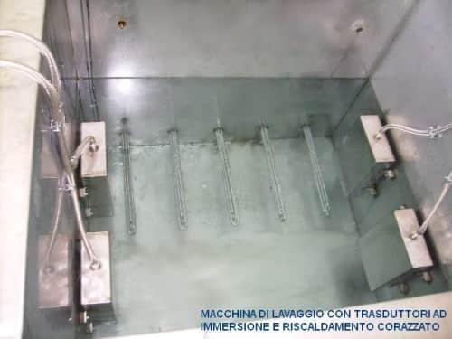 Trasduttori di ultrasuoni ad immersione diretta nel liquido